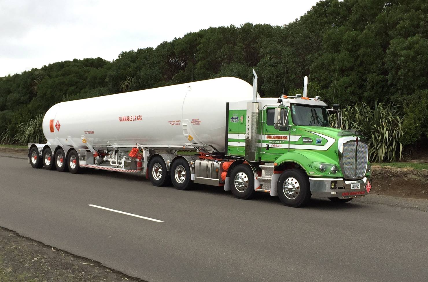 Watch in addition fleetassistusa furthermore Lpg Road Tankers 2 further 329029760 moreover Air Brake Application. on semi truck trailer company